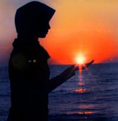 perempuan dan sunset