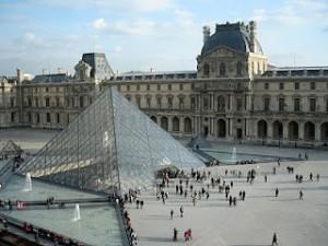 Musium de Louvre, yg terkenal dari novel Da Vinci Code